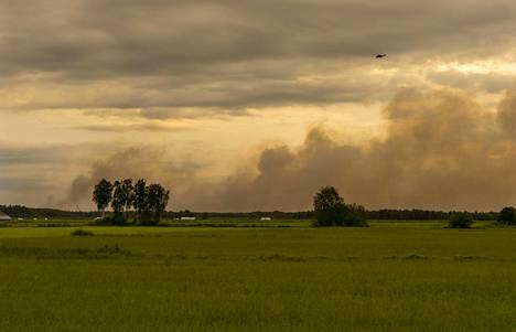 Muhoksella oli maanantaina käynnissä laaja metsäpalo. Illalla yhdeksän aikaan palo oli jo laantumaan päin. Savuhaittoja oli laajasti.