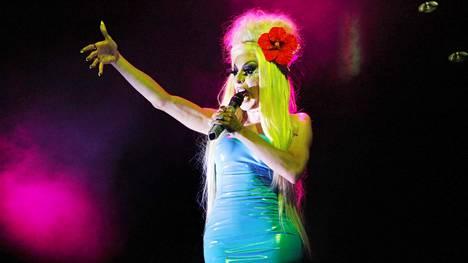 Alaska Thunderfuck esiintyi Querelle-festivaalilla huhtikuussa.