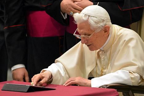 Paavi twiittasi ensimmäisen kerran joulukuun12. päivä 2012.