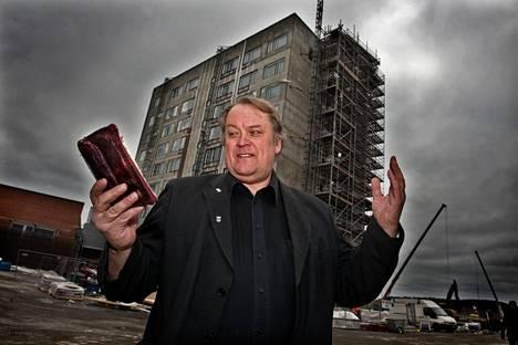 Juhani Starczewski erotettiin kristillisdemokraateista vuonna 2015. Hänet kuvattiin Jyväskylässä vuonna 2012, kun hän vaati Raamattuja rakenteilla olleeseen S-ryhmän hotelliin.