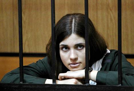 Nadežda Tolokonnikova oikeuden kuultavana Zubova Polyanassa huhtikuussa 2013.