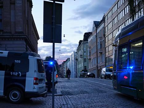 Tapahtumapaikkana oli ravintola Snellmaninkadulla Helsingin Kruununhaassa.