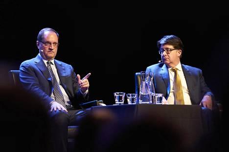 Jerry Buting (vas.) ja Dean Strang Kulttuuritalon lavalla.