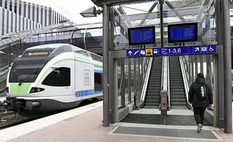 Vantaan Tikkurilan juna-asema on yksi asemista, jossa palveleva lipunmyynti lakkaa.
