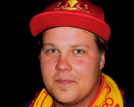 Janne Huhta <BR/><laiha>Sehän oli vain pieni tappelunpoikanen, peruspainia. Ville Peltonen vain rupesi itkemään, kun sai naarmun otsaan. Voi olla, että alkukausi sujuu tämän takia liiankin rauhallisissa merkeissä.</laiha>