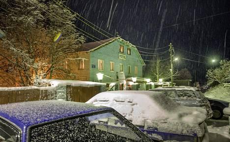 Kuvassa Kantalahden motelli, jossa pakolaisia yöpyy.