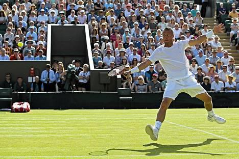 Jarkko Nieminen pääsee Novak Djokovicia vastaan Wimbledonin maagisimmalle kentälle.