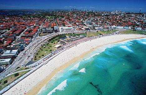 Bondi Beach on tunnettu ranta lähellä Sydneyn kaupunkia.