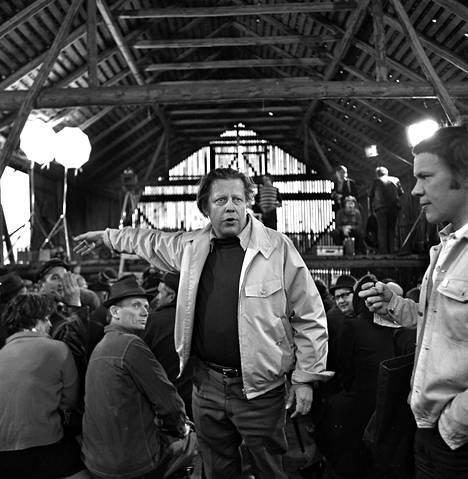 Rauni Mollberg ohjaamassa tv-elokuva Siunattua hulluutta (1975).