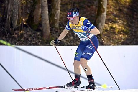 Krista Pärmäkosken hiihtoasu oli yhtä kesäinen kuin Oberstdorfin sää.