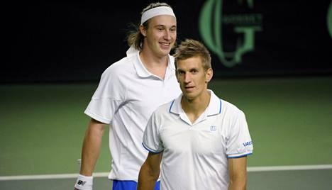 Jarkko Nieminen (edessä) ja Henri Kontinen voittivat ATP-turnauksen Itävallassa. Kuva on viime keväältä.