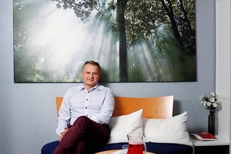 """""""Raaka-aineiden niukentuminen ja ympäristöongelmat voivat olla fiksusti hyödynnettynä iso mahdollisuus Suomelle"""", sanoo Markku Wilenius."""