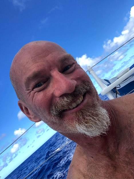 Ari Huusela ajoi pitkästä aikaa partaansa, kun merenkäynti vähän rauhoittui.