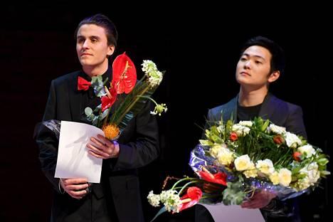 Suomalaisfinalisti Leonardo Chiodo (vasemmalla) sai neljännen palkinnon ja tuomariston erikoispalkinnon. Brannon Cho voitti ja sai myös varjotuomariston palkinnon.