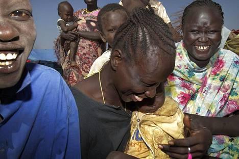 UUSI VALTIO. Etelä-Sudan on maailman uusin itsenäinen valtio, joka irtaantui Sudanista kesällä 2011. Paluumuuttajat iloitsivat kotimaansa tilannetta Malakalin urheilukentällä jo tammikuussa 2011.