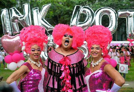 Singaporen Pink Dot -tapahtuman osallistujia.