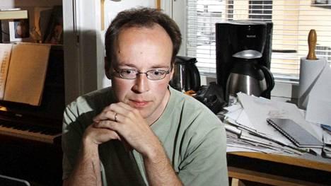 Jussi Halla-aho kuvattuna kotonaan vuonna 2008. Hän toimi tuolloin kaupunginvaltuutettuna.