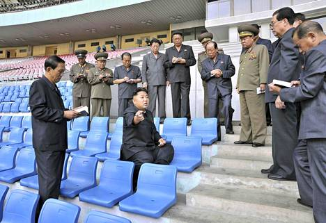 Pohjois-Korean johtaja Kim Jong-Un vieraili May Day -stadionilla maan uutistoimiston KCNA:n 25. syyskuuta vuonna 2013 julkaiseman kuvan mukaan.