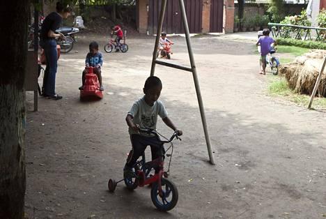 On parempi avustaa lasten kotona asumista tukevia projekteja kuin orpokoteja. Kuvassa on nepalilainen lasten ja lapsiperheiden tukikeskus.