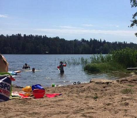 Vilniemen ranta Keski-Espoossa on suosittu uintipaikka.