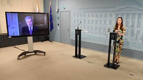 Presidentti Sauli Niinistö osallistui videoyhteydellä pääministeri Sanna Marinin (sd) pitämään tiedotustilaisuuteen perjantaina.