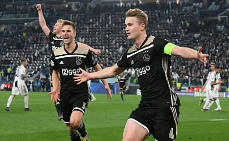 Ajaxin Matthijs de Ligt juhli 2–1-johtomaaliaan Juventuksen stadionilla.