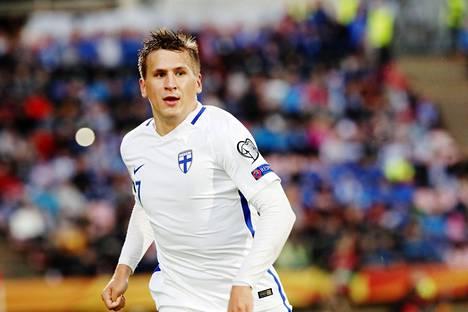 Robin Lod maajoukkuepelissä Islantia vastaan syyskuussa 2017.