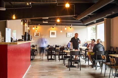 Kulma on viihtyisä ravintola ja pubi, jonka tilat remontoitiin ennen avajaisia. Aikaisemmin tässä toimi ravintola Torppari.