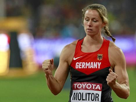Kathrina Molitor kiskaisi viimeisellään MM-kultaa naisten keihäässä.