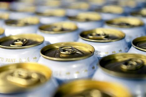 Oluen, siiderin ja long drink -juomien alkoholijuomaveroa korotettiin 15 prosenttia viime vuoden alussa.