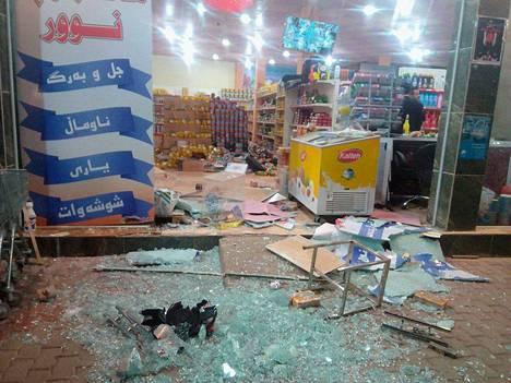 Maanjäristys teki tuhoja muun muassa kaupassa Halabjan kaupungissa.