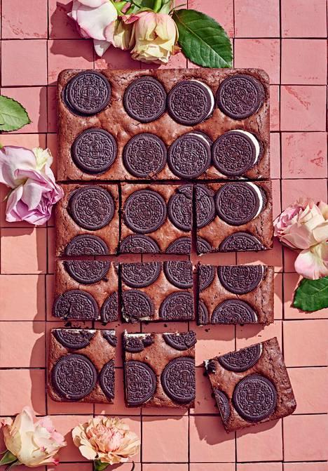 Voit käyttää browniessa esimerkiksi minttu- tai toffeetäytteisiä keksejä.