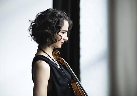 Viulisti Alina Pogostkinasta on kehittynyt hieno soittaja.