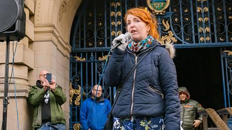 Työväenpuolueen kansanedustaja Louise Haigh kampanjoi yleistukea vastaan Sheffieldissä viime lauantaina.