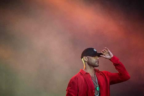 Ranskalaisen räppärin Elie Yaffan eli Booban musiikkivideon kuvauksiin hyökättiin Pariisissa. Kuvassa Yaffa esiintyy heinäkuun 18. päivänä musiikkifestivaaleilla Ranskassa.