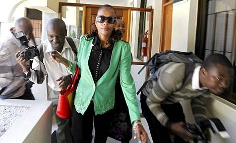 Kuvaajat piirittivät Rita Jeptoon, kun hän saapui kaksi viikkoa sitten Kenian yleisurheiluliittoon.