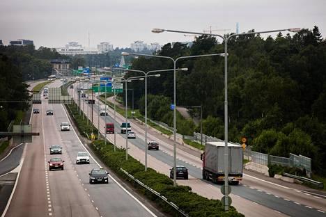 Torstaina vietettiin kansainvälistä autotonta päivää. Päivän ideana on kannustaa ihmiset pohtimaan, voisiko auton sijasta valita joukkoliikenteen tai pyöräilyn.