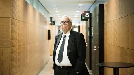 Vantaan entinen kaupunginjohtaja Jukka Peltomäki oikeudessa.