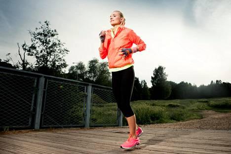 Esimerkiksi juoksija tuntee helposti polvissaan, akillesjänteissään tai säärissään, jos juoksuharjoittelu alkaa liian rajusti.