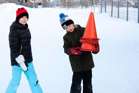 Henri Ollikainen (vas.) ja Roi Rupponen valmistelivat matematiikan tuntia. Molempien mielestä matematiikka on taito, jota voi harjoitella.