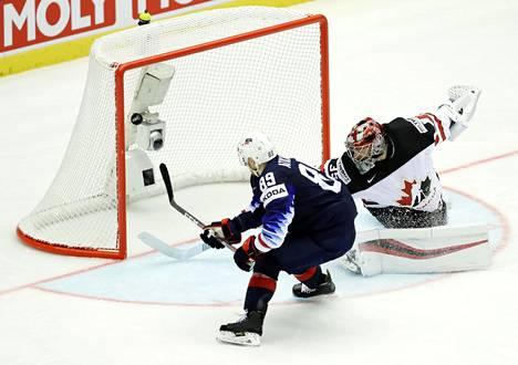 USA:n Cam Atkinson ratkaisi MM-turnauksen ensimmäisen huippuottelun, kun hän teki voittolaukauskisassa maalin Darcy Kuemperin taakse.