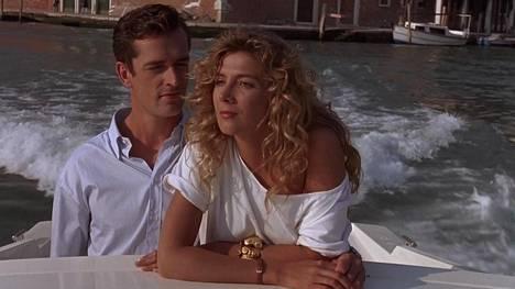 Ian McEwanin romaaniin perustuvan Muukalaisia Venetsiassa -elokuvan pääosissa ovat Rupert Everett ja Natasha Richardson.