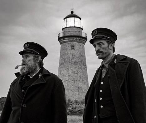 The Lighthouse -elokuvan pääosia esittävät Willem Dafoe (vas.) ja Robert Pattinson.