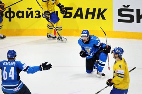 Janne Pesonen tuulettaa Bratislavassa 5-1 maaliaan, jonka Mikael Granlund syötti ja ryntäsi sitten onnittelemaan.