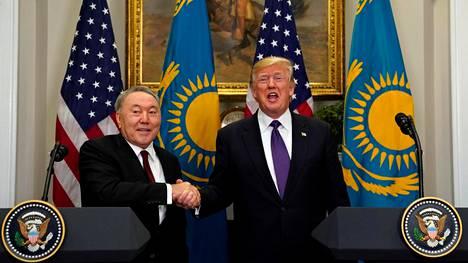 Kiinan ja Venäjän välissä tasapainoileva Kazakstanin presidentti Nursultan Nazarbayev tapasi presidentti Donald Trumpin Valkoisessa talossa 16. tammikuuta.