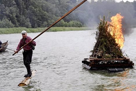 Tukkilaisten lauttakokko sytytettiin Seurasaaressa perjantai-iltana.