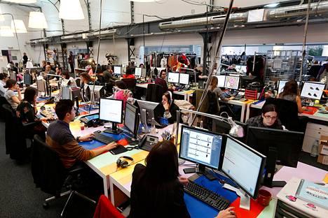 Ranskalaiset tietotyöläiset ovat saavat olla lukematta sähköpostia työajan ulkopuolella. Vente-Privee.com -yhtiön työntekijöitä Pariisin toimitiloissa lokakuussa.