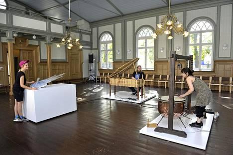 Linda Fredriksson (vas.), Matias Häkkinen ja Sara Milazzo harjoittelivat Rauman Poselli-salissa viime viikolla.