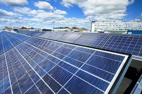 Aurinkopaneelit alkavat yleistyä myös taloyhtiöissä.