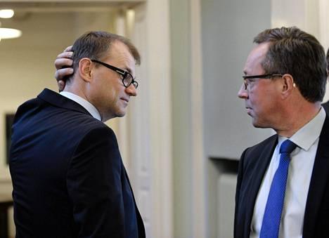 Juha Sipilä ja Mika Lintilä hallitusneuvotteluissa toukokuussa 2015.